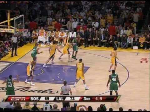 PJ Brown Dunks on Kobe Bryant