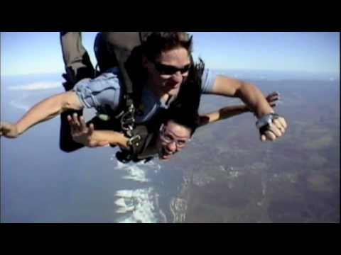 Mirelly Taylor skydiving in Hawaii