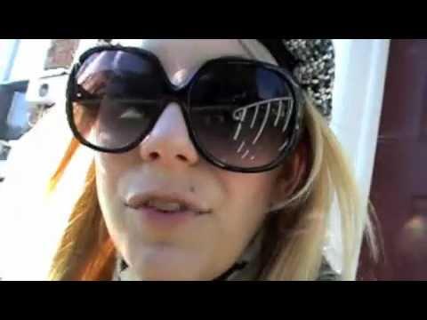 Raine Brown @ comic con 2011 part 1 @ the con (blonde lost at the con)