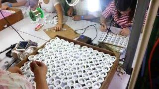 Украина переходит на LED. Видео с фабрики светодиодных ламп в Китае(Производство светодиодных ламп LED в Китае. Китайцы штампуют светодиодные лампы для Вас! Поиск и подбор..., 2016-05-23T14:11:11.000Z)