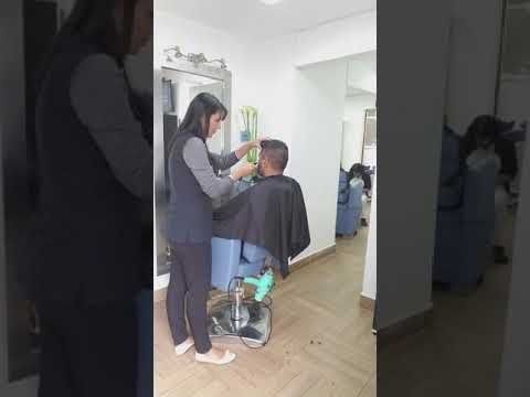 at the haircut salon with my friends in Bogota Colombia October 12, 2017