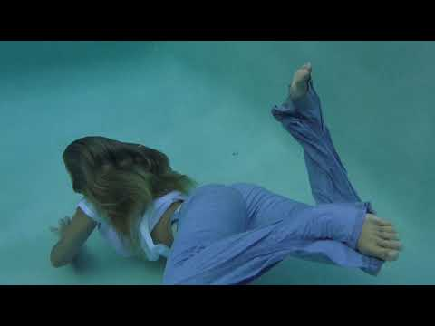 @TrinaMason GOES FOR A SWIM IN JEANS