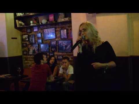 Nebun de alb Karaoke at Tunes Pub Bucharest