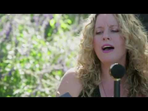 """Amy Helm & The Handsome Strangers - """"Good News"""" // The Bluegrass Situation"""