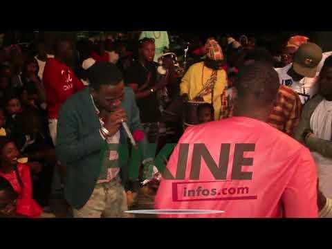 Sidy Diop fond en larmes en plein concert