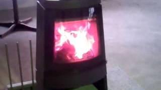 デンマーク HWAM(ワム)社の薪ストーブです。きれいな炎で燃焼します。...