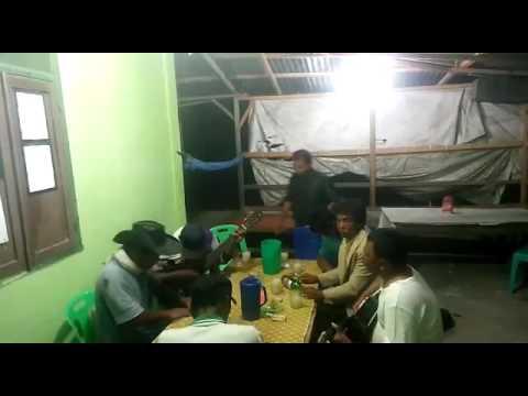Suara mantap dan kompak di lapo tuak lagu Batak dari Sigaol