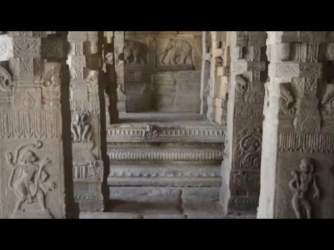 Lepakshi hanging pillar and architecture overview