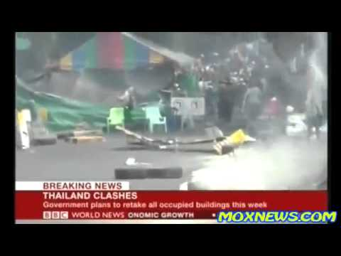 THAILAND CLASHES: Riot Police using live rounds against protesters  One Police Officer Killed