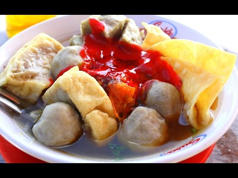 bakso---chicken-soup-meat-ball---traditional-culinary-of-bali-indonesia---wisata-kuliner-[hd]