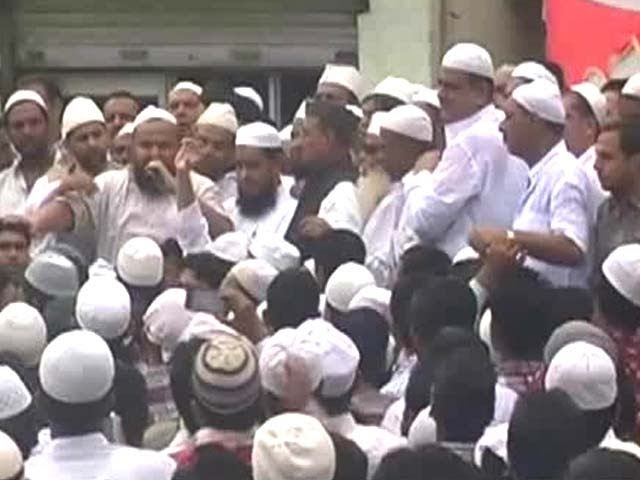 Muzaffarnagar riots: a meeting after Friday prayers exploited by politicians Travel Video
