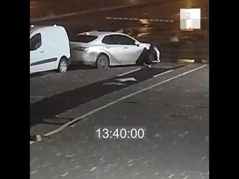 В Юго-Западном районе Екатеринбурга воры снимают колеса с машины  E1.ru