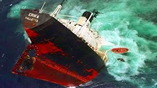 DANGEROUS Big SHIPS & BOATS Launch FAILS | Flip Over, CLOSE CALLS and Huge WAVES