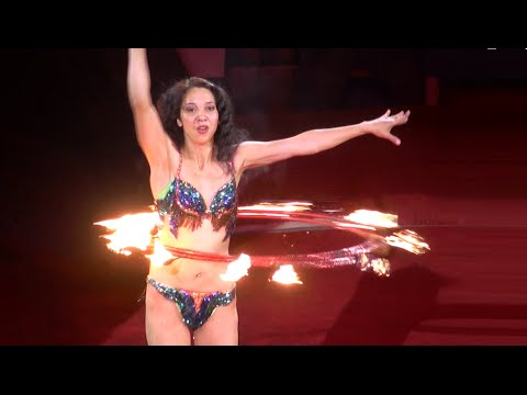 Circus. The Fiery Hoops. Цирк. Девушка крутит огненные обручи.