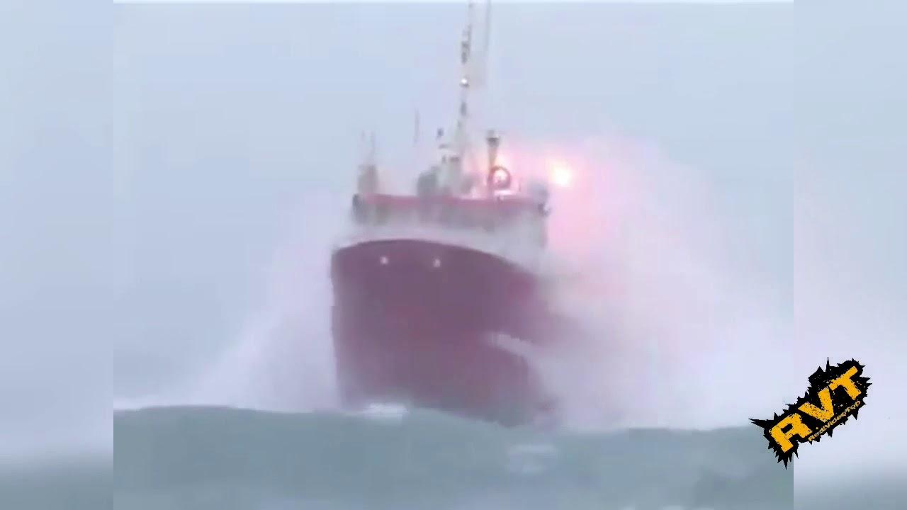 Tormenta En Alta Mar Barcos Increíbles 2017 Youtube