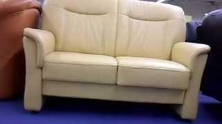 Двухместный кожаный диван(В интернет магазине http://rozkwit.com.ua можно купить двухместный кожаный диван. Цвет: бежевый. Высококачественная..., 2015-06-28T07:34:20.000Z)