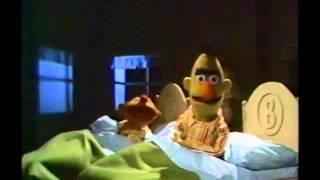 Sesame Street - Ernie And Bert - Noisy Bedroom