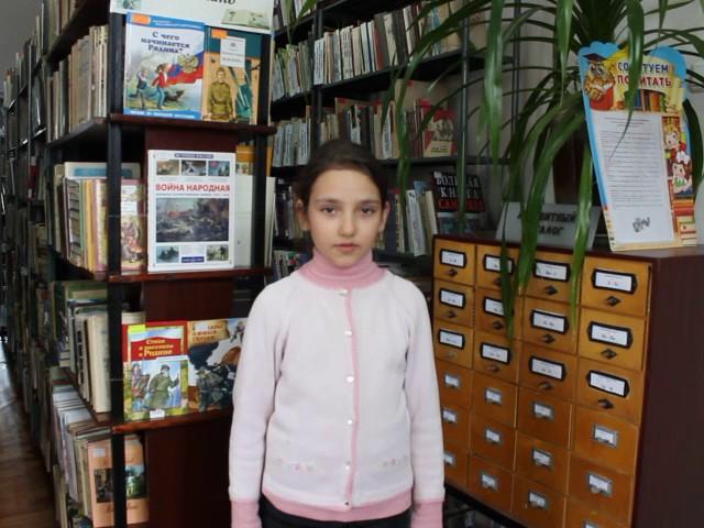 Изображение предпросмотра прочтения – РадмилаСухорукова читает произведение «Берёза» С.А.Есенина