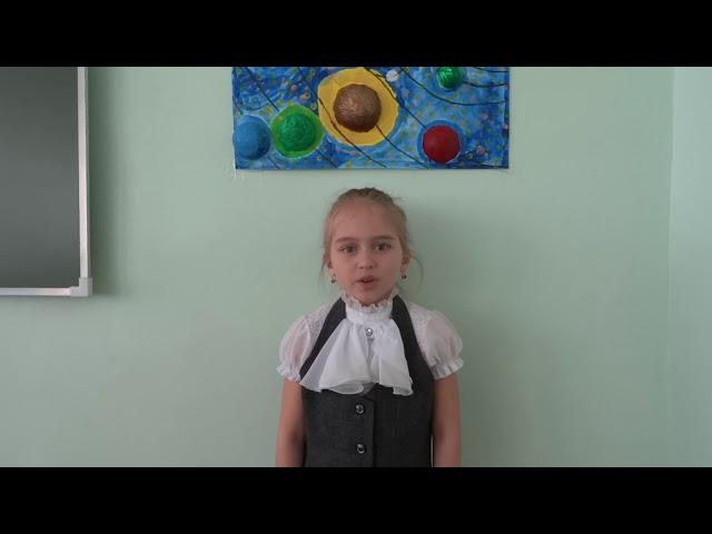 Изображение предпросмотра прочтения – АделинаСалихова читает произведение «Белая береза» С.А.Есенина