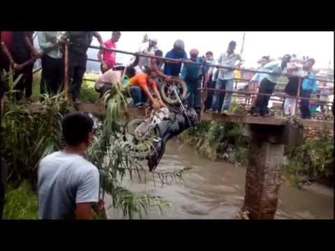 Hot News: बाढी आएको खोलामा बाइक सँगै मान्छे बगायो ? Danger Accident Kathmandu