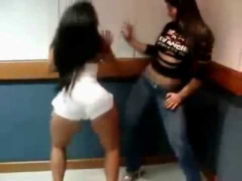 dançando funk mulher com vibrador