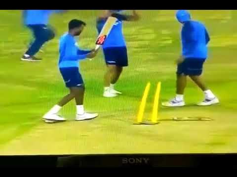 हार्दिक को  लेफ्ट हैंड बैटिंग करते देखाHardik Pandya and Rohit Sharma left hand batting funny moment