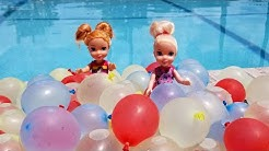 Water Balloons ! Elsa and Anna toddlers - pool - water fun splash - floaties