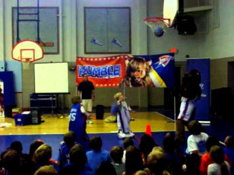 Thunder mascot Rumble visits Cleveland Elementary in Norman