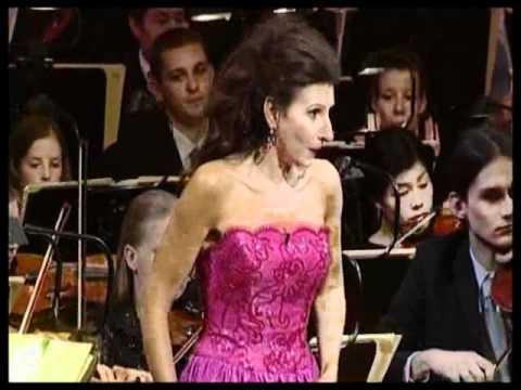 "Lucia Aliberti, Lucia di Lammermoor  ""Spargi d'amaro pianto"". Conductor Peter Falk."