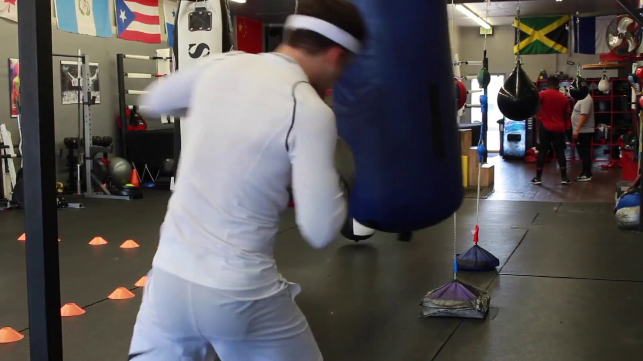 6 Rounds 6 Combinations on the Heavy Bag - Boxing Workout for Beginners 4f8b9523c