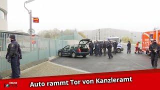 Erste Aufnahmen: Auto fährt gegen Tor des Kanzleramts