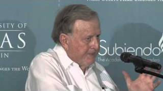 Red McCombs addresses Subiendo Students