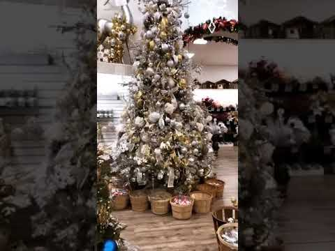 CHRISTMAS PALACE SHOWROOM TOUR W/ JENNIFER NICOLE LEE