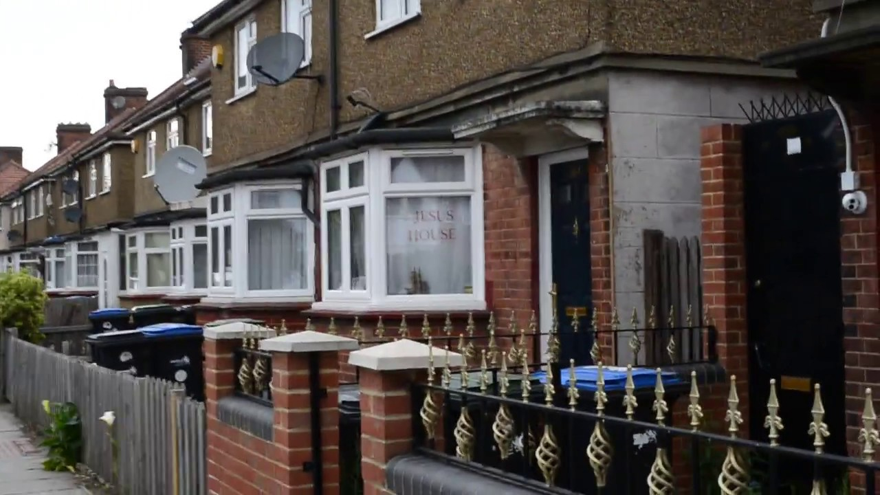 Enfield poltergeist house green street 284 youtube for Classic house green street
