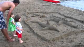 Город Судак,мыс Меганом,детский пляж,рисунок на песке.15.08.2013 г.(, 2013-10-08T14:34:35.000Z)