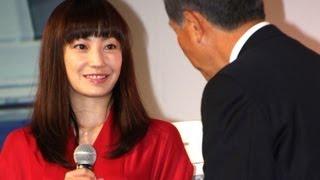 俳優の堺雅人さんと4月に結婚した女優の菅野美穂さんが5月22日、東京都...