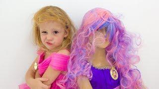 Stacy und ihre freundin gehen zu einer Party in identischen kleidern