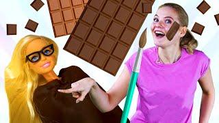 Видео сБарбив шоколаде! — Лучшие подружки и ШОКОЛАДНОЕ ОБЕРТЫВАНИЕ— Видео для девочек про Барби