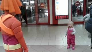 ДЕВОЧКА В ШОКЕ?! Смешная реакция ребёнка на Фиксика-Симку/Funny reaction of a child