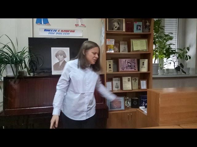 Изображение предпросмотра прочтения – ИяВековцева читает произведение «Под лаской плюшевого пледа» М.И.Цветаевой