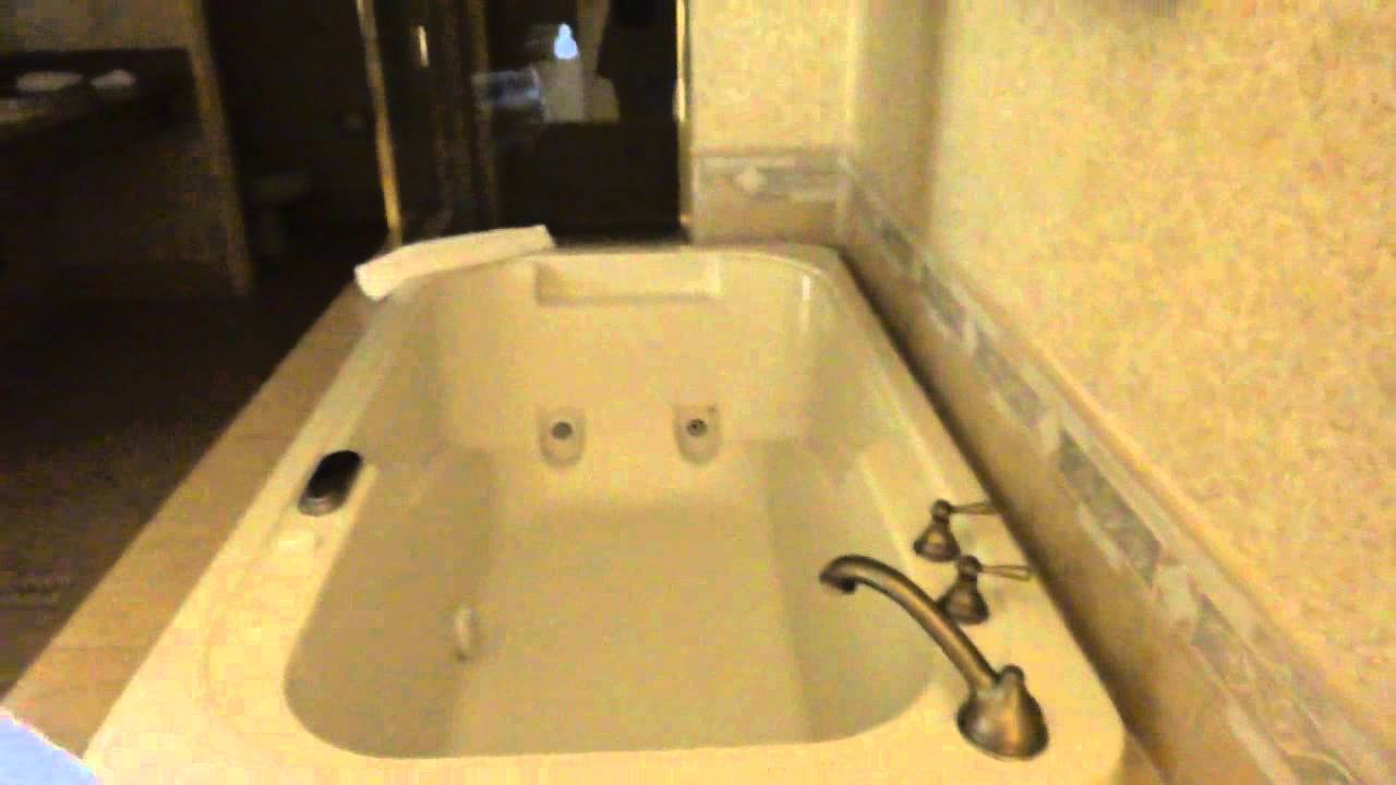 Hotel Room Tour: The Sunset Station\'s King Suite\'s Jacuzzi Bath ...