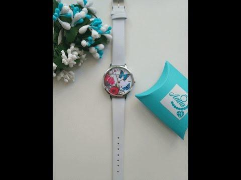 Часы с белым ремешком и бабочкой