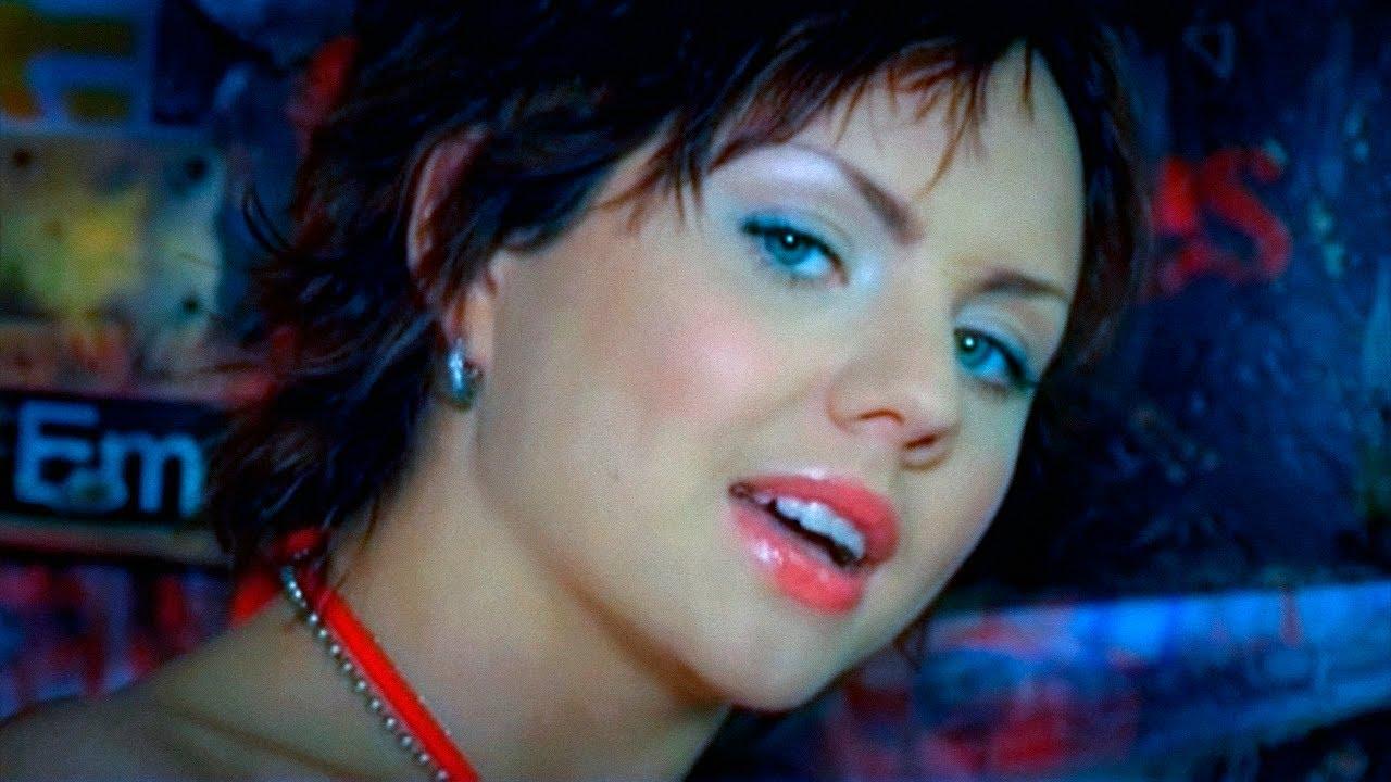 Видео занимающейся сексом девушки похожей на певицу максим