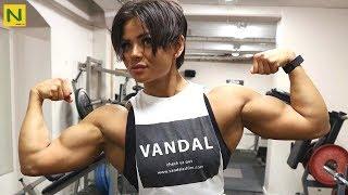 世界で最も格好いい筋肉女子【筋トレ】 thumbnail