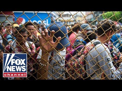 Migrant caravan reaches Mexican border