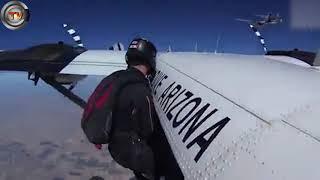 بالفيديو.. 217 من هواة القفز بالمظلات يسبحون في السماء