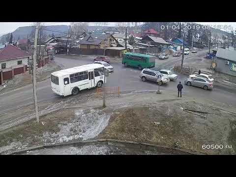 Пассажиры растолкали забуксовавший автобус в Усть-Куте