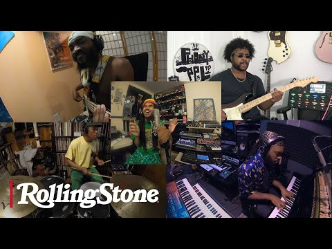 Phony Ppl Perform 'Cookie Crumble,' 'Fkn Around,' And 'Why Iii Love The Moon' | In My Room