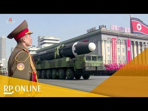 Nordkoreanisches Staatsfernsehen zeigt große Militärparade in Pjöngjang