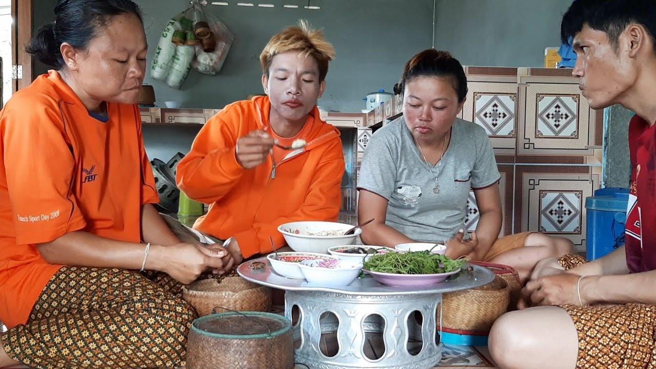 ขั้วจิหล่อลวกผักจิ้มแจ่พริกดิบกินข้าวเที่ยงกับสาวจ่อย แซบๆ